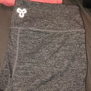 TNA LEGGINGS SIZE MEDIUM!